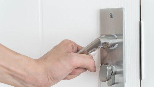 Quali sono i principali interventi di riparazione sulle porte blindate